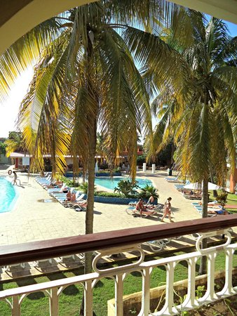 Hotel Roc Barlovento: pool form our balcony