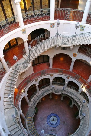 The Mission Inn Hotel and Spa: Stairway