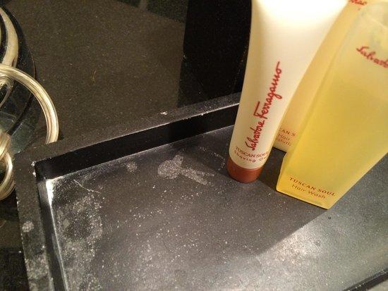Waldorf Astoria Orlando : Dirt in bathroom when we arrived