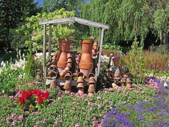 Oregon Garden: Pot people in the Children's Garden