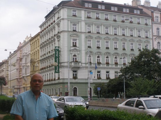 Prague Centre Superior : Pequeño parque frente al hotel