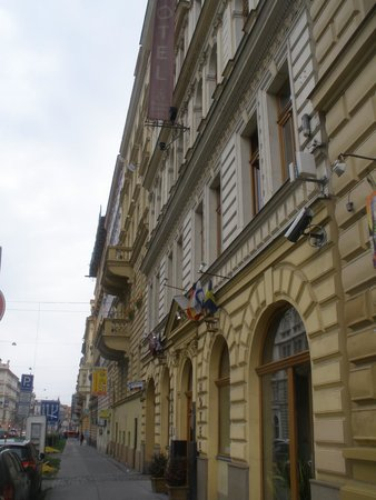 Prague Centre Superior : Vista de la calle Legerova donde está el hotel