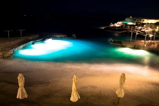 St. Nicolas Bay Resort Hotel & Villas: Strand