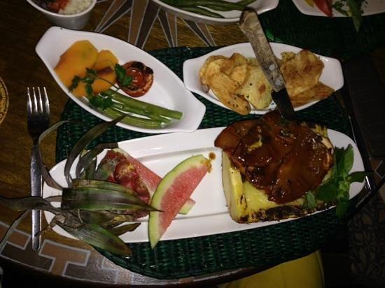 El Indio Feliz Restaurant Bistro: pinapple chicken - Yummy