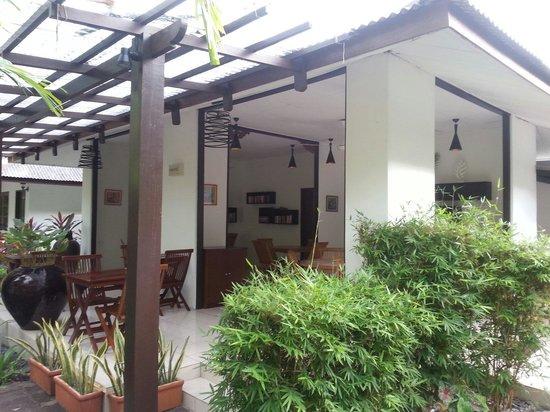 Tropical Resort: Le coin petit déjeuner lecture très sympa