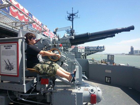USS LEXINGTON: Moveable guns