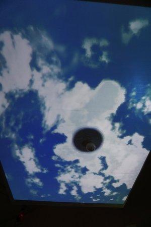Hamada Chilren's Museum of Art: エイリアンから青空を取り戻すゲーム