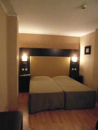 Alassia Hotel: Dos camas