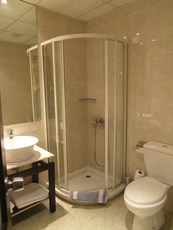 Alassia Hotel: Baño 1