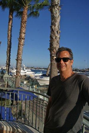 Balboa Bay Resort: Outside hotel restaurant