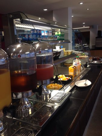 Novotel Brussels Airport : Breakfast buffet, many options