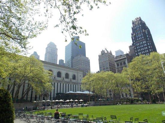 New York Public Library: Vista de la biblioteca desde el Bryant Park