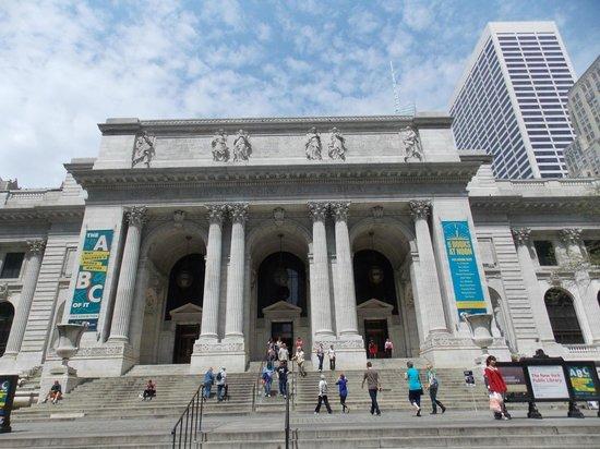 New York Public Library: Vista del acceso desde la quinta avenida