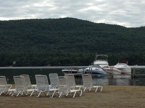 Scotty's Lakeside Resort: A view from Scotty's beach.