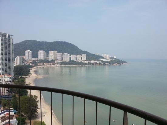 Rainbow Paradise Beach Resort: The only highlight was my balcony with sea view.