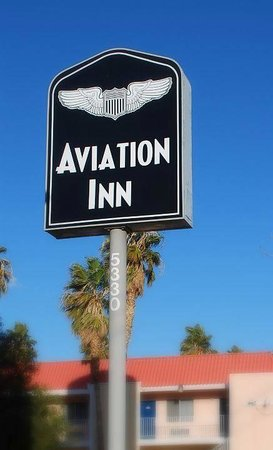 Aviation Inn: Hotel Sign