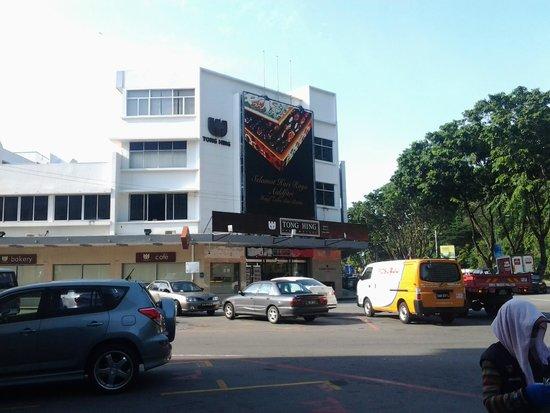 The Jesselton Hotel: Tong Hing Supermarket