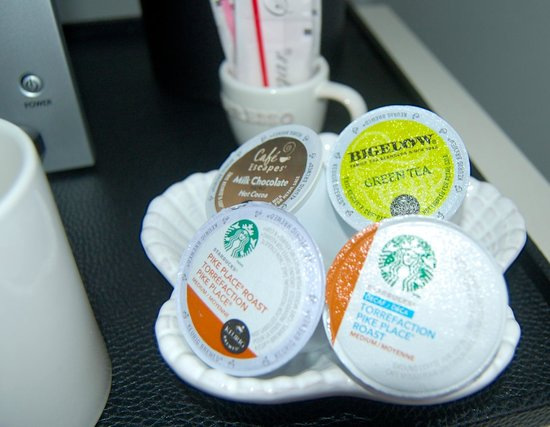 Hotel Marisol Coronado: Your in-room Keurig is stocked with coffees, tea, and hot chocolate