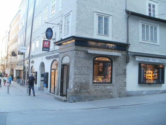 Salzburger Altstadt: esta es la panadería donde realizan los bombones de nougat tradicionales. son muy ricos