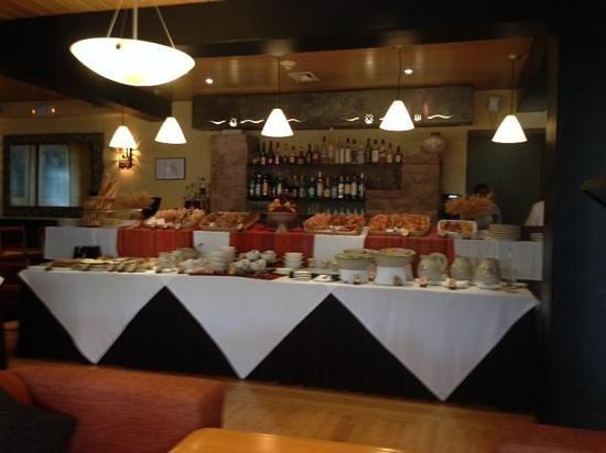 Tampu Restaurant at Sanctuary Lodge: breakfast buffet