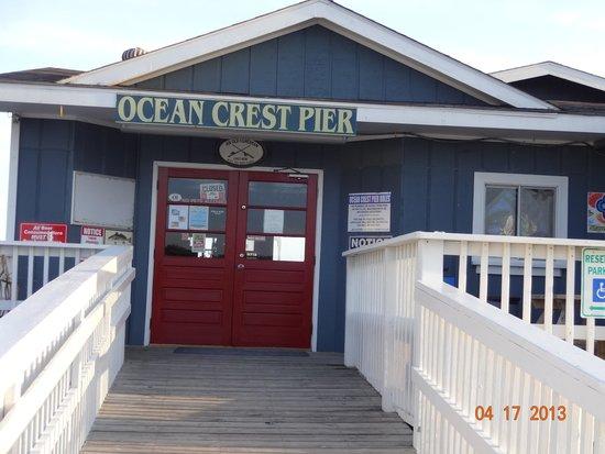 Ocean Crest Motel: pier next door