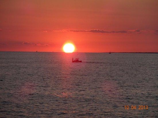 Ocean Crest Motel: sunset