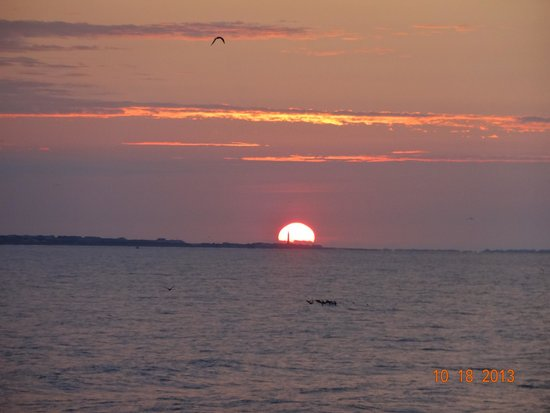 Ocean Crest Motel: sunrise