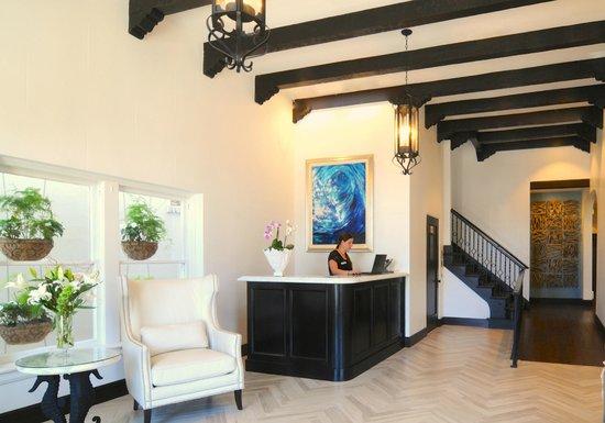 Hotel Marisol Coronado: Our lobbyhas the original decorative beams from 1927