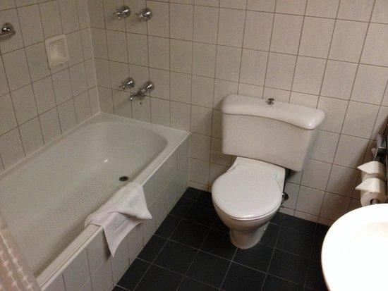 Bayview Eden : Clean bathroom