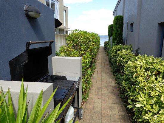 Boulevard Waters Motor Lodge: BBQ & beach access