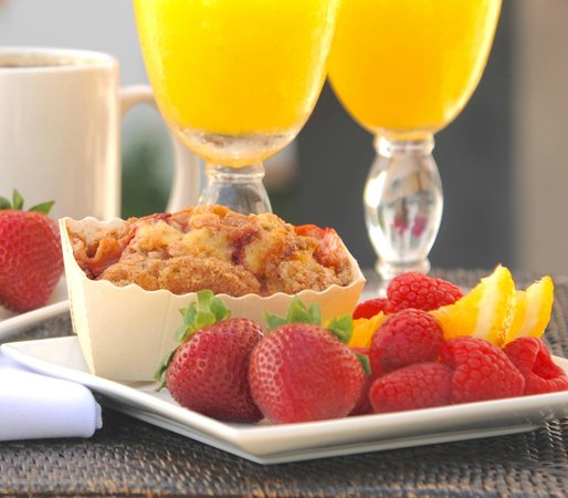 Hotel Marisol Coronado: Start your day with a complimentary breakfast.