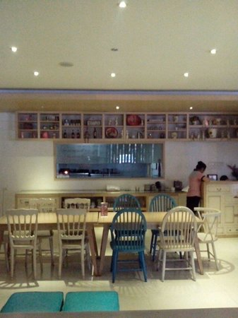 Vio Hotel Cimanuk Bandung: Dinning table