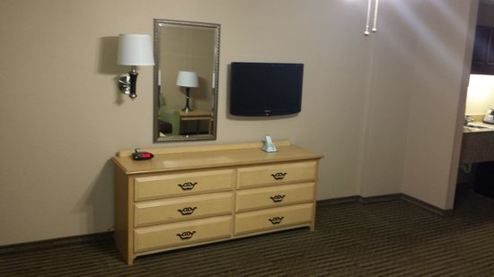 BEST WESTERN Galleria Inn & Suites: LIVING ROOM