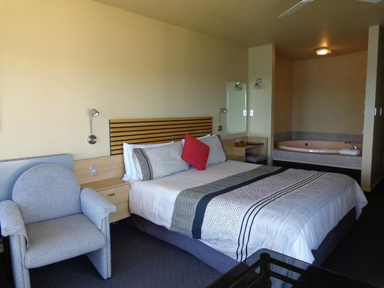 Clearwater Motor Lodge: Studio & in-room spa