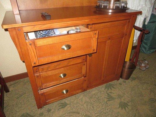 Disney's Grand Californian Hotel & Spa: Drawer unit under TV