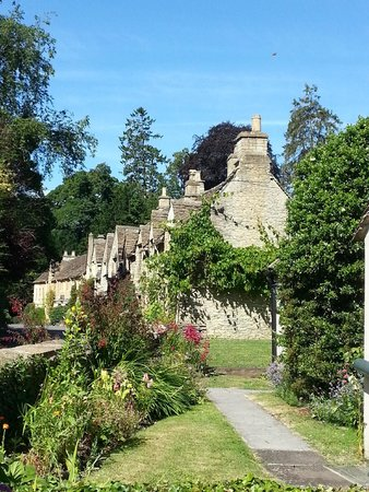 Lion Tours: Castle Coombe