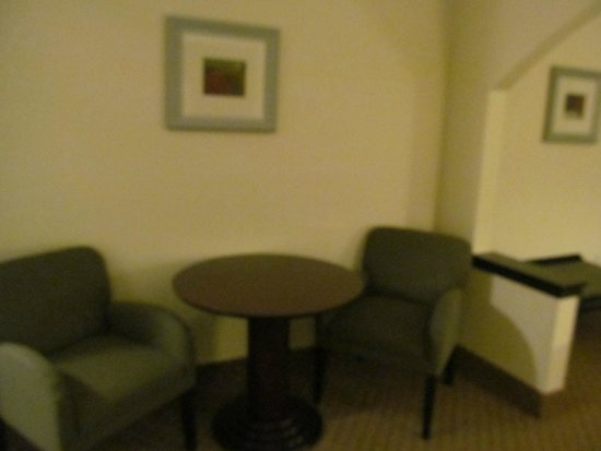Holiday Inn Express Hotel & Suites Columbus - Fort Benning: Dining area in room