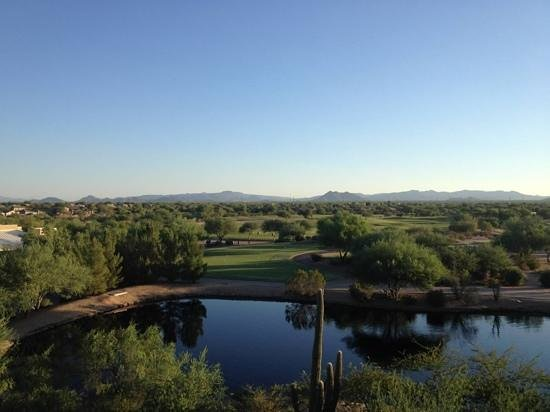 JW Marriott Phoenix Desert Ridge Resort & Spa: view of golf course from room balcony