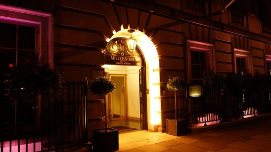 Millennium Hotel London Mayfair: 正面玄関