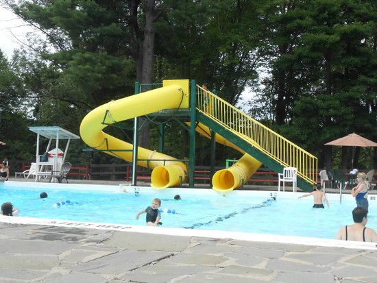 Pinegrove Family Dude Ranch : Outdoor pool.