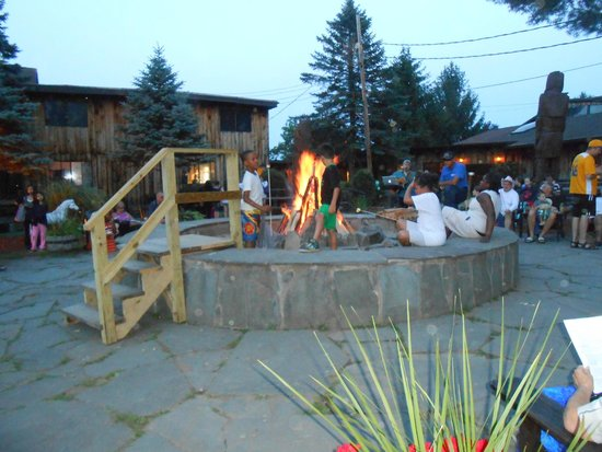 Pinegrove Family Dude Ranch: Evening Campfire
