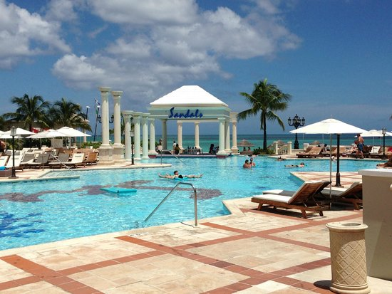 Sandals Royal Bahamian Spa Resort & Offshore Island : Large pool