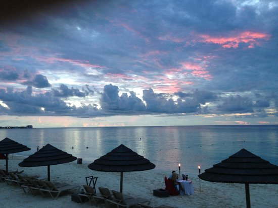 Sandals Royal Bahamian Spa Resort & Offshore Island : Beautiful sunset dinner