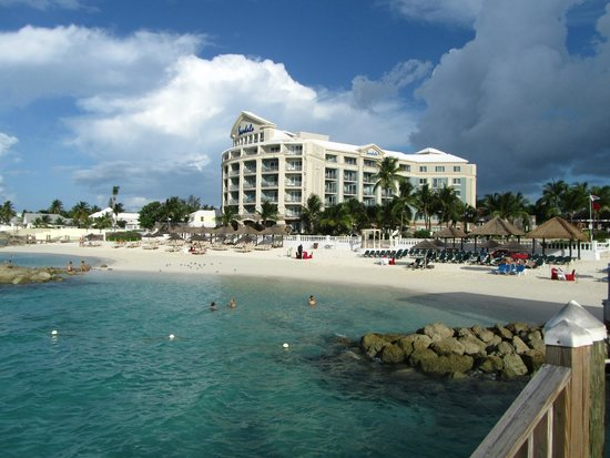 Sandals Royal Bahamian Spa Resort & Offshore Island : Beachfront view of resort