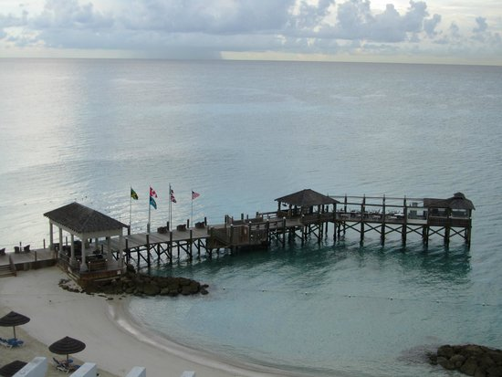 Sandals Royal Bahamian Spa Resort & Offshore Island : Dock/Beach