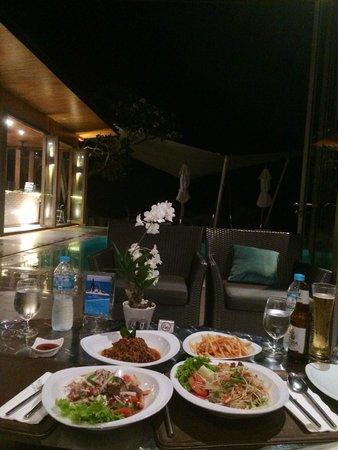 Cape Sienna Hotel & Villas: dinner at the pool side restaurant
