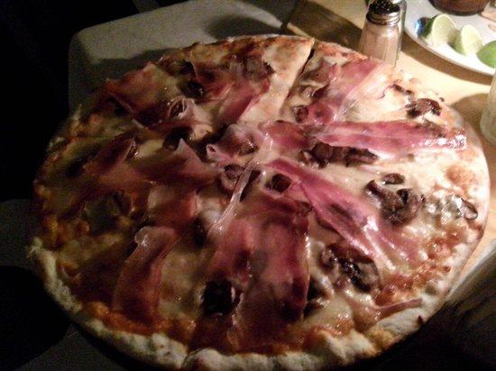 Monte Verde Trattoria Pizzeria Italiana: Ideal para una cena súper romántica ��