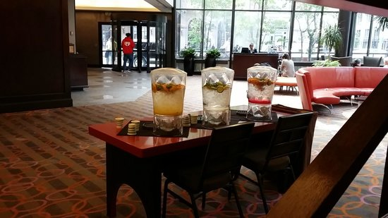 Doubletree by Hilton Philadelphia Center City: Lobby Area Had This Water Daily....So Refreshing