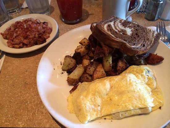 Madison's End Cafe : Omelet and hash