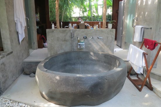Dea Villas: The Outdoor Bathtub!